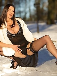 Miss Hybrid in fully fashioned nylons