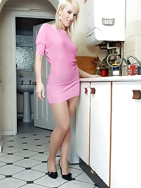 Evey - Kitchen pantyhose player...