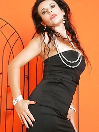 Naughty cougar has fabulous style