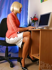Sweet leggy secretary Milf in pantyhose