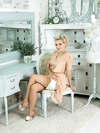 Dolly likes to dress in vintage and retro style. A prim..