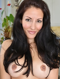32 year old Olivia Bell is always up for a good time. She..