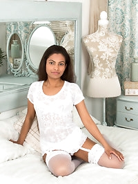 Dressed all in white, dusky mom Alishaa Mae puts her 36..