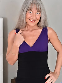 Cougar Leilani Lei may be an older granny, but she wears..