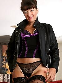 Elegant Ivana Slew in lacy lingerie