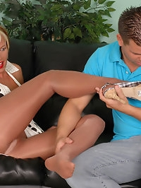 Queen getting ass rimmed in pantyhose