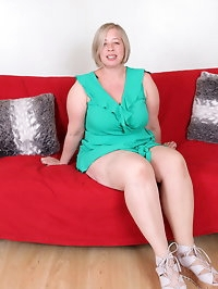 Curvy British cougar doing her toy boy
