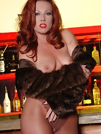 Stunner in fur coat and pantyhose
