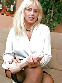 Ravenous Anilos blonde grandma satisfies her seasoned..