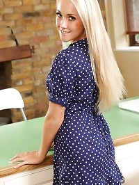 Pretty blonde poses over her kitchen counter, flashing her..