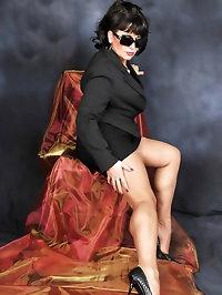 Retro mama in sexy glasses