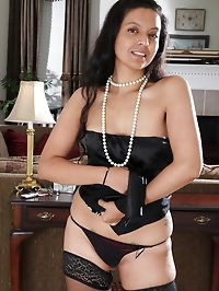 Elegant and mature Julie Ann puts on a strip show before..