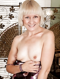 Hot Anilos granny wears stockings as she shows off her..