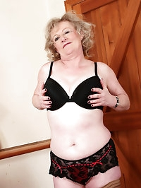 52 year old Keanne from AllOver30 showing off her luscious..