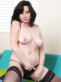 Mature busty Anilos Karen Kougar fucks her pussy with a..