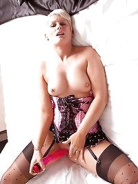 Beautiful cougar Sally Taylor masturbates with a massive..