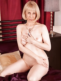 Horny mature blonde strokes her pink mature pussy with a..